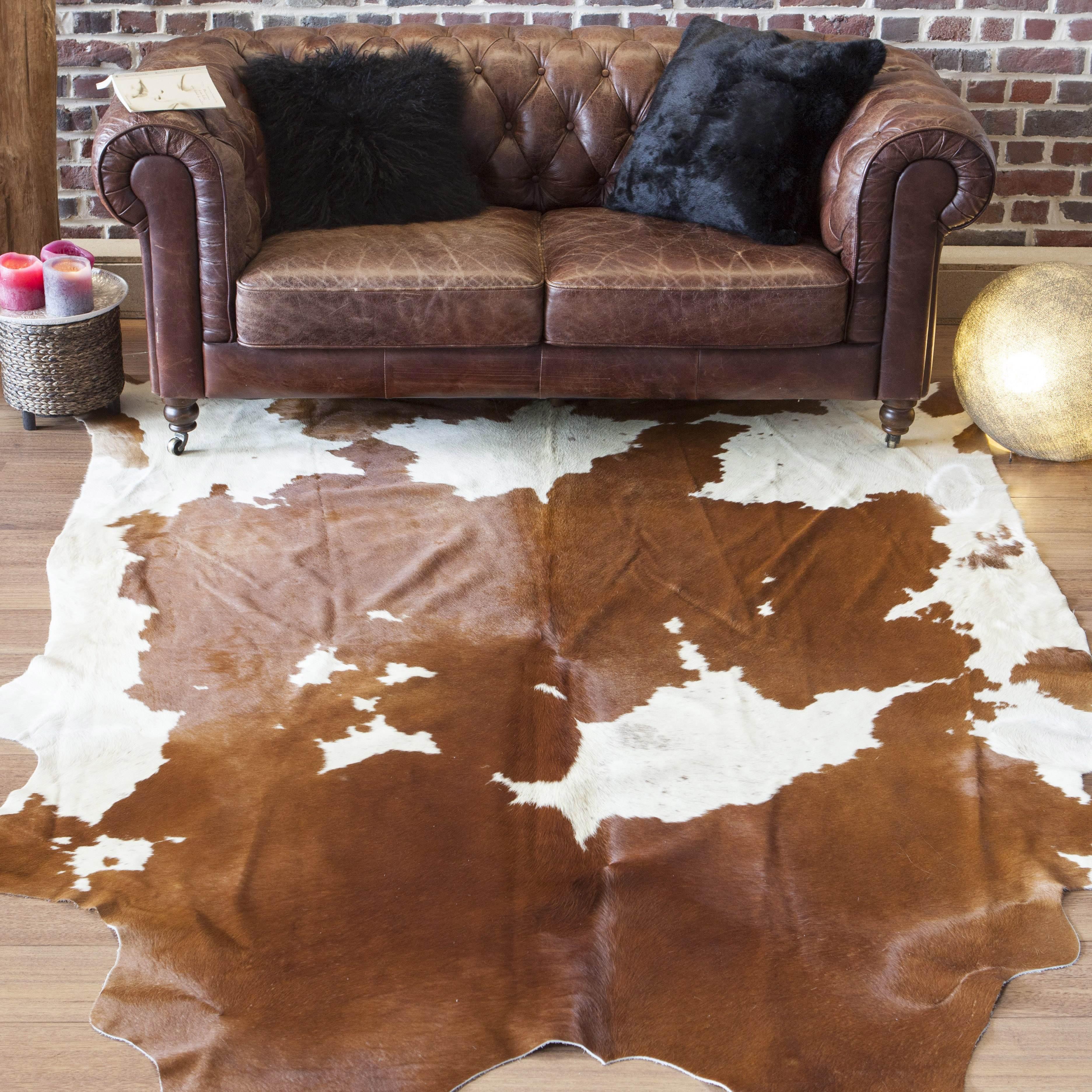 peau de vache tachet e marron et blanche maison thuret. Black Bedroom Furniture Sets. Home Design Ideas