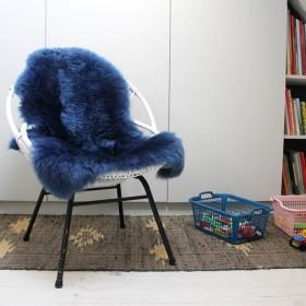 Peau de mouton teintée bleue