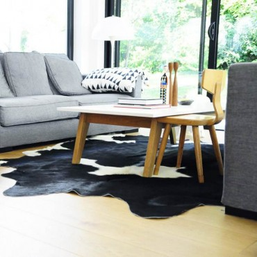 peau de vache tachet e noir et blanc maison thuret. Black Bedroom Furniture Sets. Home Design Ideas